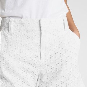 NWT Gap eyelet shorts in white